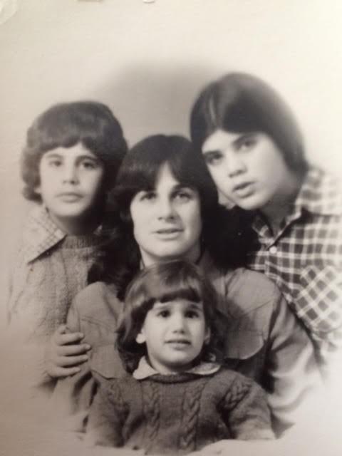 1980 עם סמדר והדס אחיותי